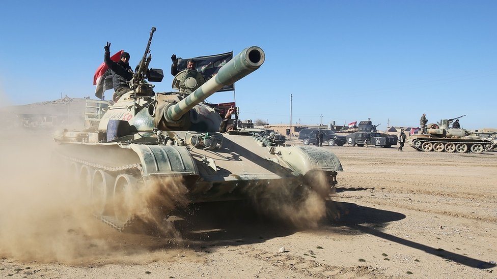 Mosul offensive: Iraqi army battles for outskirts of IS city