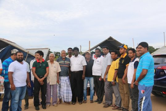 Amparai journalists visit Mullaitheevu strugglers to express their support