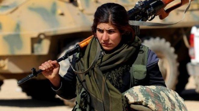 Syria war: Arab-Kurdish fighters enter IS-held Deir al-Zour province