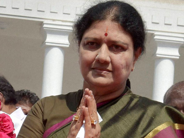 Sasikala as TN CM: Will these two cases stand in her way?