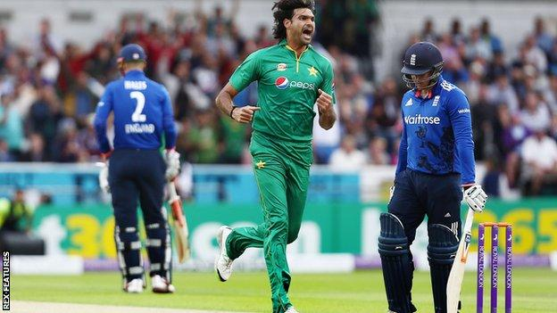 Mohammad Irfan: Pakistan fast bowler suspended for a year by PCB