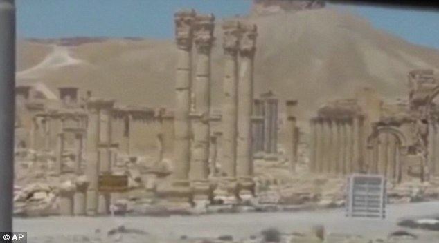 IS leaves trail of destruction in Syria's Palmyra