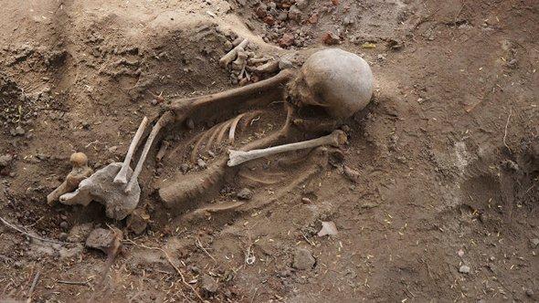 manthai grave 3