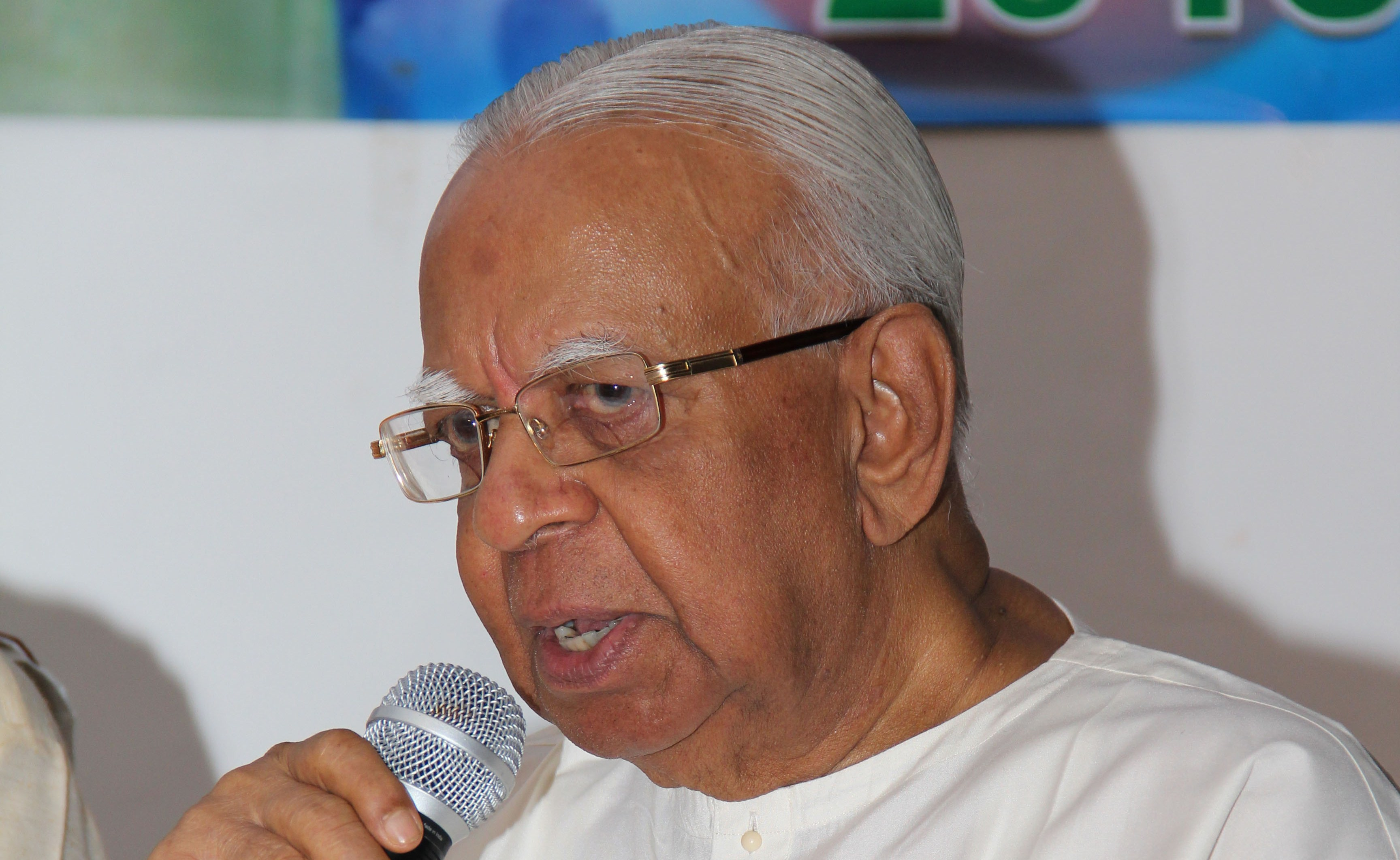 Mahindha out to mischief to grab the power, rebukes Sampanthan