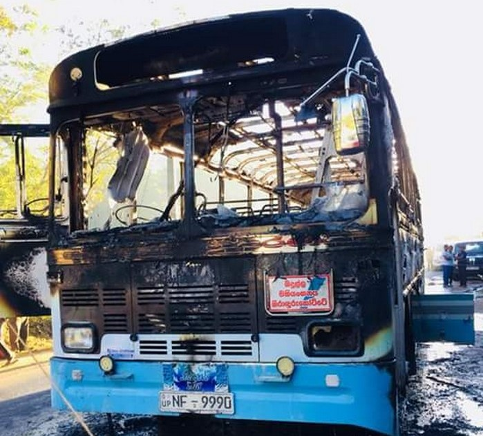 Grenade explodes in a passenger bus travelling from Jaffna  to Nuwara Eliya, 19 injured including 12 army men