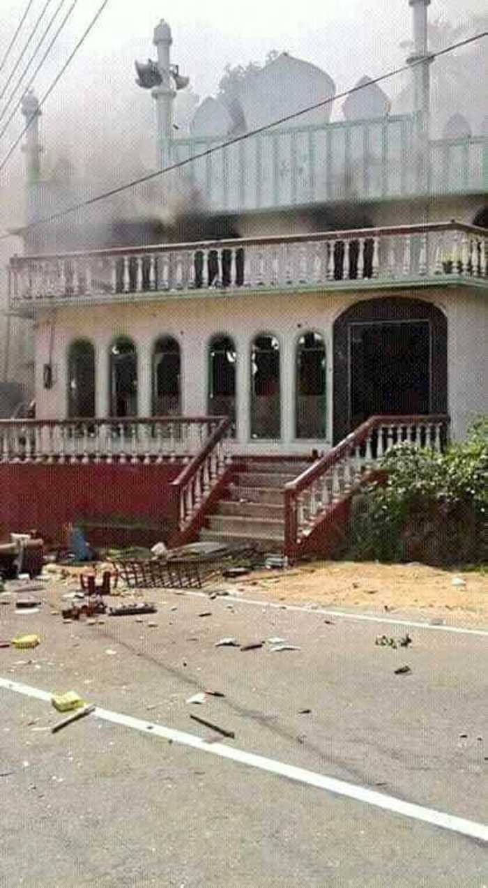 Following Amparai, Tension in Kandy- Muslim shops attacked – Curfew imposed- Possibility of race riots