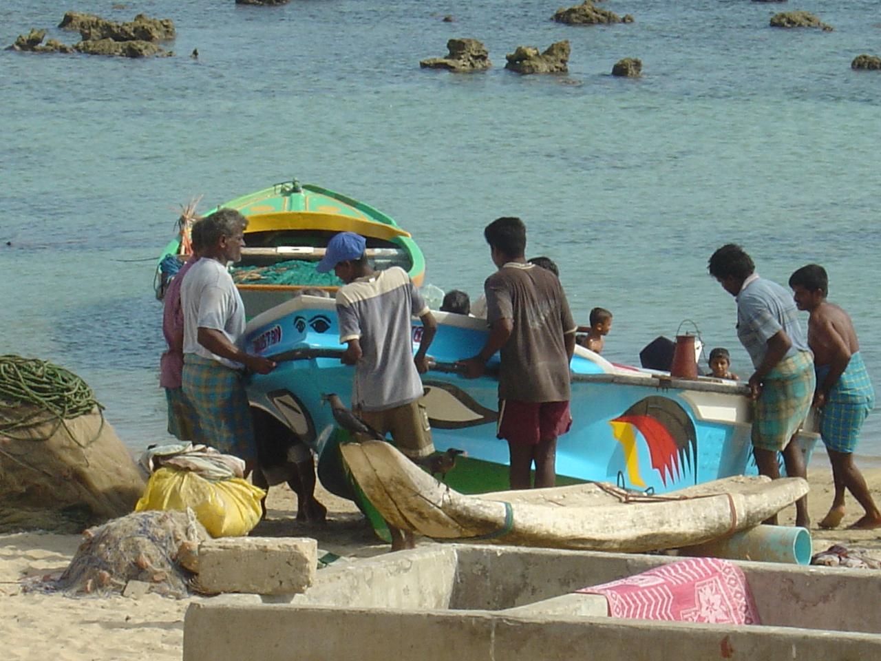 Invasion of Southern Fishermen :Unfortunate situation of Vadamaradchchi fishermen abandoningKaraivalai (beach sein net ) fishing