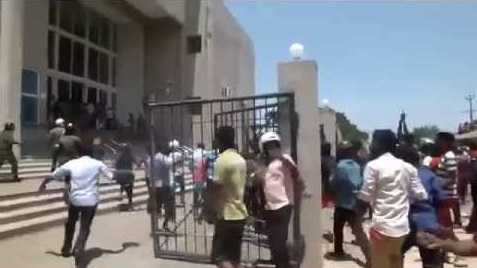 Back dragging by police in the Attack on Court case: Suspects not to attend court until charge sheet is filed