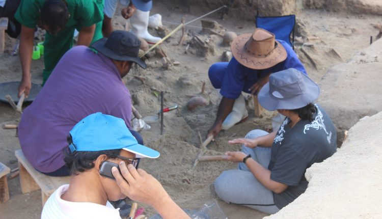 Students of University of Kelaniya join the excavations for human remains at Mannar Sathosa