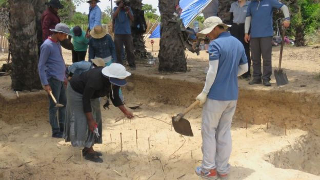 Chinese Officials in excavation at Allaippiddy for Chinese Ship sunk 500 years ago 1