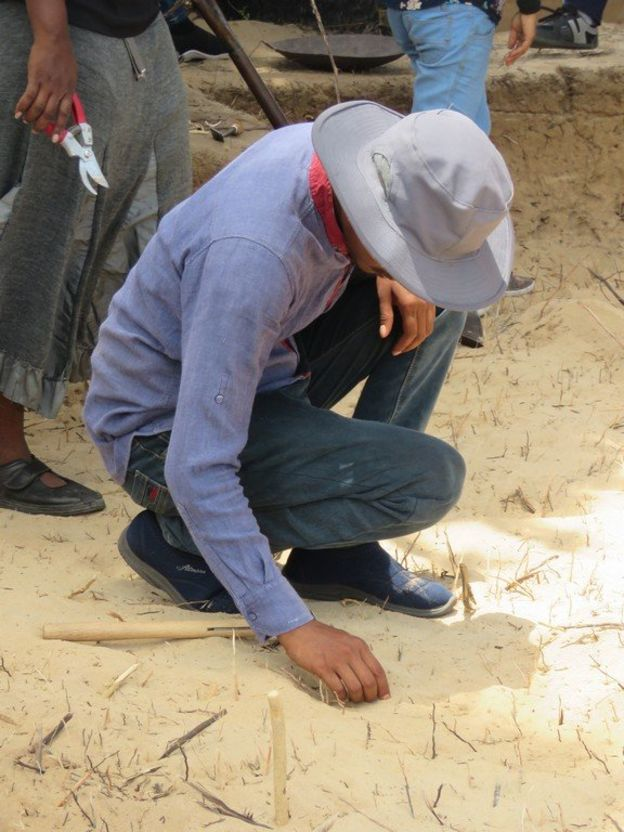 Chinese Officials in excavation at Allaippiddy for Chinese Ship sunk 500 years ago 3