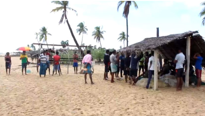 Vadis removed from Vadamaradchchi East,by southern fishermen following Court order