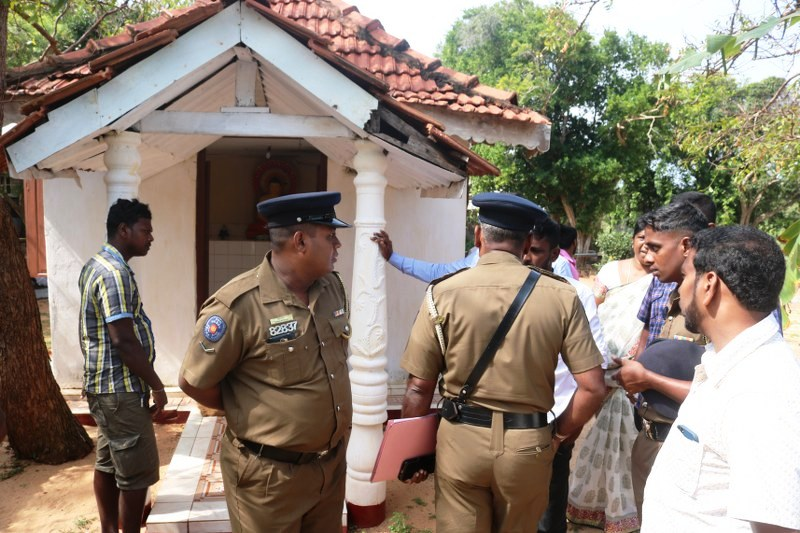 Bikkus attempt to prevent Tamils celebrating Pongal inMulaitheevu/Nayaru area