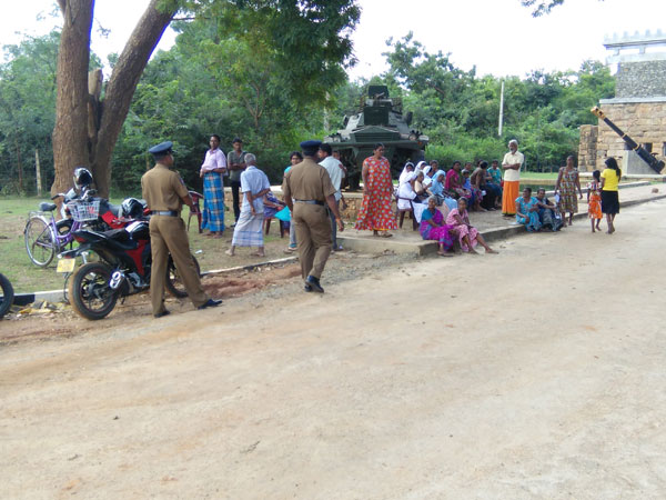 Women struggling in Kepapulavu  accuse that the Military of photo/video graphing them