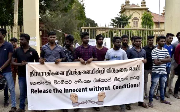 Jaffna undergrads in attention drawing protest yesterday – Educational activities to start on Monday