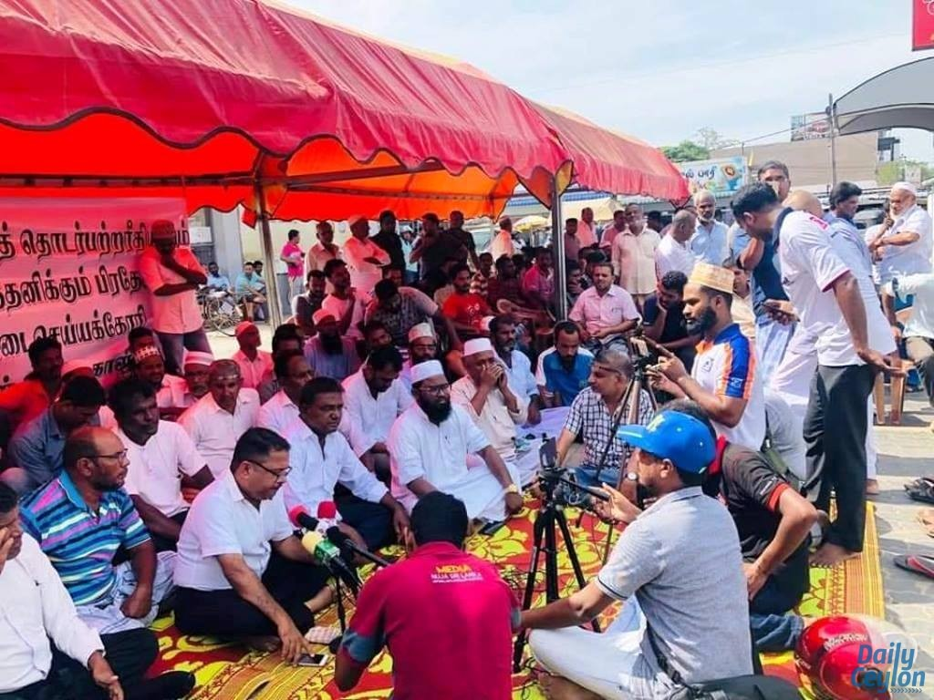 Muslims in struggle demanding to close down the Kalmunai North Divisional Secretariat