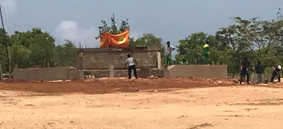 Structure built in unreleased Vali- North a Vihare? people express suspicion