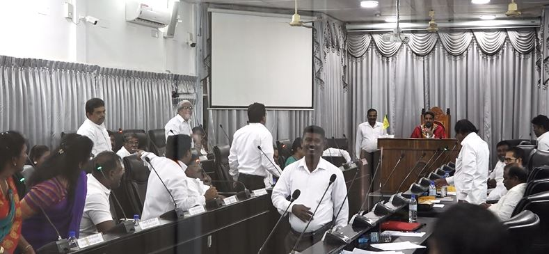 Jaffna Municipal Council Members in war of filthy words in the Monthly sitting