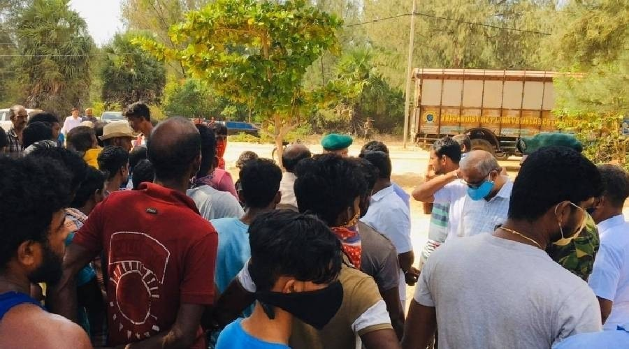 Struggle by public at Manatkadu against granting permits to excavate sand