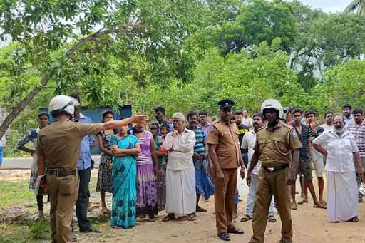 People struggle against land acquisition in Mathagal- Police and Navy massed at the spot