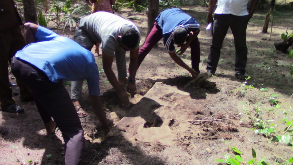 Excavations in search of LTTE's Gold at Thettativu, Batticaloa